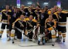"""""""Pit Stop"""" hokejisti divkārtējie """"Land of Smiles Ice Hockey Classic"""" čempioni"""