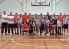 Hokejisti vada sporta stundas skolā