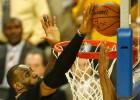 Video: NBA sezonas 100 labākie momenti - triumfē Džeimss