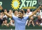 Federers finālā sagrauj Zverevu un devīto reizi uzvar Halles turnīrā