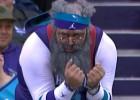 Video: NBA jocīgākajos momentos arī kolorīti fani
