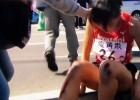 Video: Stafetes dalībniece pēdējos metrus veic rāpus