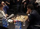 Kārlsena un Karuanas kaujā atkal neizšķirts, uzvarētāju lūkos noskaidrot <i>taibreikā</i>