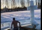 Video: Briedis iegremdējas Plakanciema ledainajā āliņģī
