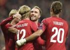 Dānija izcīna pirmo uzvaru, Polija pārbrauc pāri Izraēlai