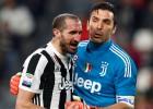 """Leģendas Bufons un Kjelīni pagarina līgumus ar """"Juventus"""""""