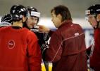 Hokejisti aizvadījuši pirmo treniņu Vankūverā