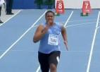 Video: Lēnākais 100 metru skrējējs pasaules čempionātā