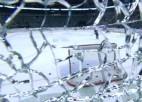 Video: SKA spēlētājs iesildīšanās laikā izsit stiklu