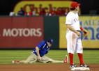 Video: Vieni spēlē beisbolu, citi dejo...
