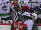 Video: Kreisais āķis NHL tiesnesim