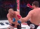 Video: Amerikānis krievam iesper pa kājstarpi, cīņu pasludina par nenotikušu