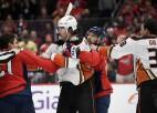 """NHL līderes """"Capitals"""" uzbrucējam Hetevejam trīs spēļu diskvalifikācija par spļāvienu pretiniekam"""