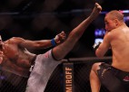 Adesanja UFC titulu aizstāvēs pret Romero, Edvardss beidzot vienojas ar Vudliju