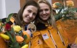 Foto: Kamaniņu braucēji ar olimpiskajām bronzas medaļām ierodas Siguldā