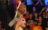 Video: Ronda Rouzija izcīna pirmo titulu WWE