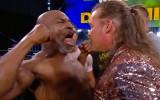 Video: Maiks Taisons ierodas WWE šovā un izraisa masveida kautiņu