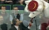 Video: NHL talismanu momentos labākais ir gadījums ar mēli
