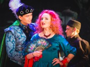 """Foto: Daugavpils teātrī pirmizrādi piedzīvojusi Lopes de Vegas komēdija """"Apķērīgā mīlniece"""""""