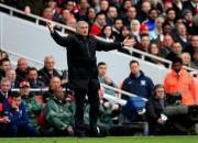 """Azārs atzīts par Premjerlīgas labāko futbolistu, Mourinju nosauc """"Arsenal"""" par garlaicīgu"""