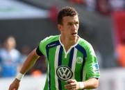 """""""Wolfsburg"""" apstiprina Perišiča pāreju, Jovetičs ar diviem vārtiem atkal glābj """"Inter"""""""