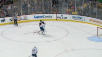 """""""Bruins"""" uzbrucējs <i>nones</i> vārtsargu"""
