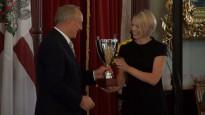 Andris Bērziņš sveic vieglatlētikas sacensību Valmierā uzvarētājus
