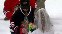 "NHL mačā salaulājas ""Blackhawks"" fans un ""Wild"" fane"