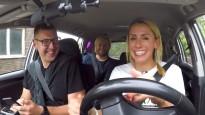 Baško, Zirne un Nitišs sēžas pie taksometra stūres