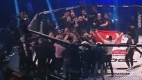 MMA mačs noslēdzas ar masveida saķeršanos