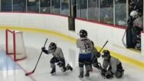 Jaunie hokejisti iespaidīgi iznāk uz ledus