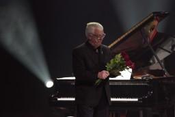"""Izludināts pēdējais koncertprogrammas """"Ielūdz Maestro Raimonds Pauls"""" papildkoncerts"""