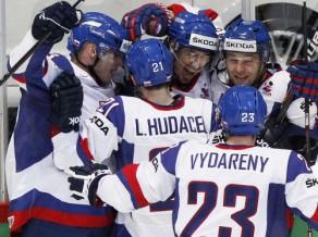 Slovākija sensacionāli izslēdz Kanādu no cīņas par medaļām