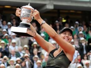 "Šarapova Parīzē izcīna ceturto ""Grand Slam"" titulu"