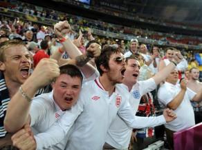 UEFA par fanu uzvedību soda arī angļus