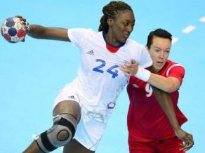Dāmas ar pāris sīvām cīņām sākušas arī volejbola un handbola turnīru