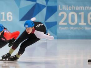 Šottrekists Krūzbergs pasaules čempionātā junioriem pārvar priekšsacīkšu pirmās kārtas visās trīs distancēs