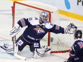 """KHL sezonas ievadā čempione """"Metallurg"""" uzveic vicečempioni CSKA"""
