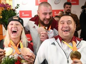 Atklāj ceļojošo fotoizstādi par Latvijas paralimpiešu startiem Rio