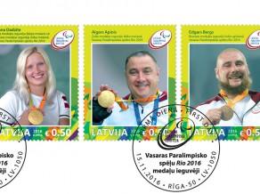Diāna Dadzīte, Aigars Apinis un Edgars Bergs nonāk uz pastmarkām