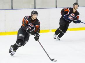 Valmieras hokejisti pieveic Jūrmalas komandu