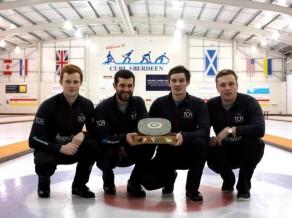 Vīriešu kērlinga turnīrā Skotijā sesto reizi pēc kārtas uzvar mājinieki