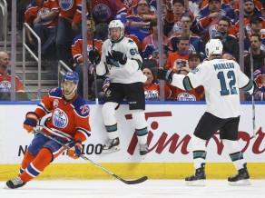 """""""Sharks"""" atspēlējas no 0:2 un pagarinājumā uzveic """"Oilers"""""""