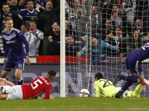 ''Anderlecht'' pašās spēles beigās izrauj neizšķirtu pret ''United'', ''Ajax'' pārspēj ''Schalke''