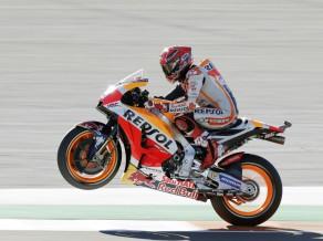 "Markess brīnumaini savalda motociklu un izcīna ceturto ""MotoGP"" titulu"