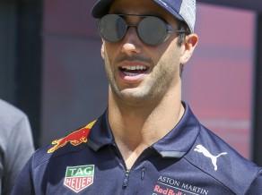 """Pilotu tirgu satricinājušais Rikjardo tomēr nekļūs par """"Ferrari"""" vai """"Mercedes"""" pilotu"""