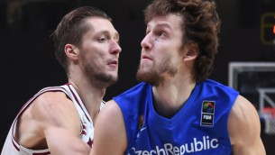 """Video: Latvija kapitulē Čehijai un netiek """"EuroBasket"""" septiņniekā"""