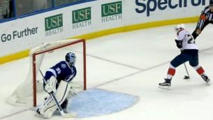 Video: NHL mačā ieskaita apšaubāmu vārtu guvumu