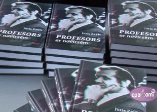 "Video: Izdota profesora Jura Zaķa grāmata ""Profesors ar novirzēm"""
