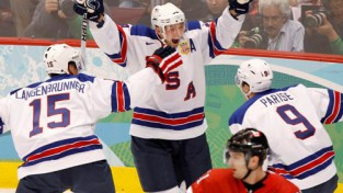 ASV uzvar kanādiešus un izcīna pirmo vietu A grupā